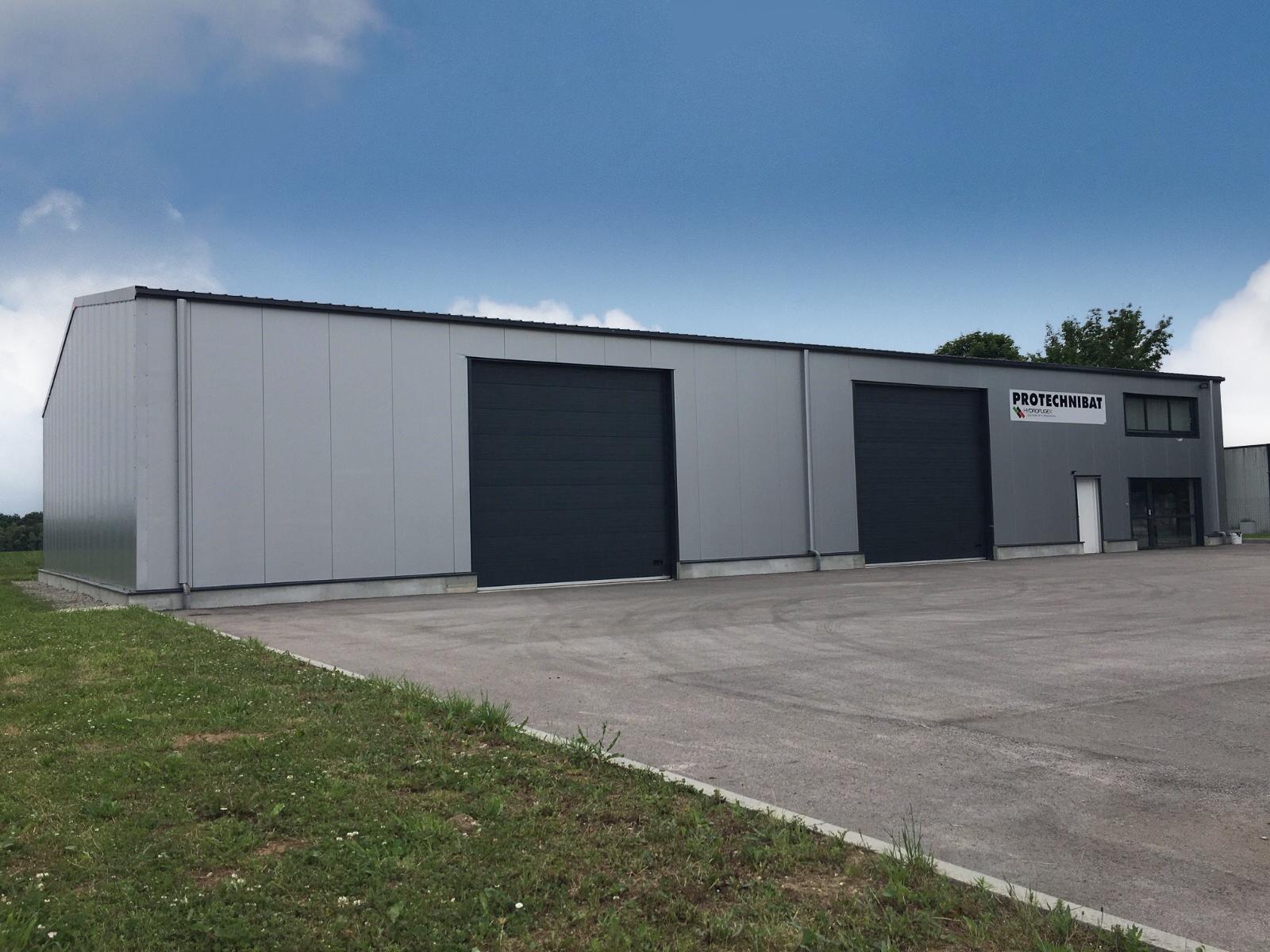 Frisomat bouwde een opslag- en kantoorruimte voor de firma Hydrofugex, in La Loyère (71) in West-Frankrijk.